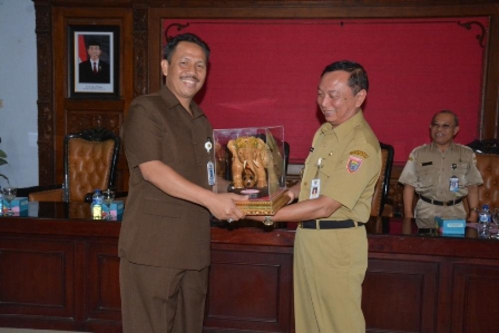 Mahasiswa STISIPOL Dharma Wacana Metro Lampung KKL di Batang